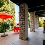 Terrazza con veranda travi a vista